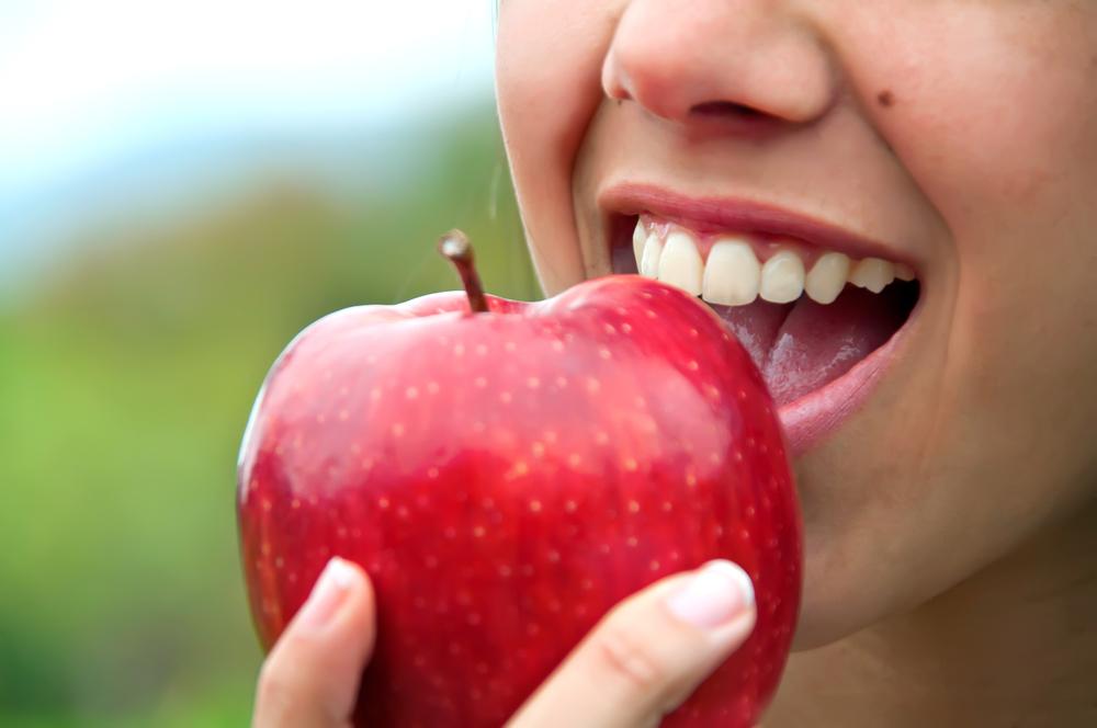Trattamento al fluoro per denti: come assumere la sostanza senza pericoli